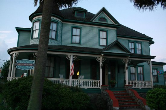 Pensacola Victorian Bed and Breakfast : Looking at the house from the north west