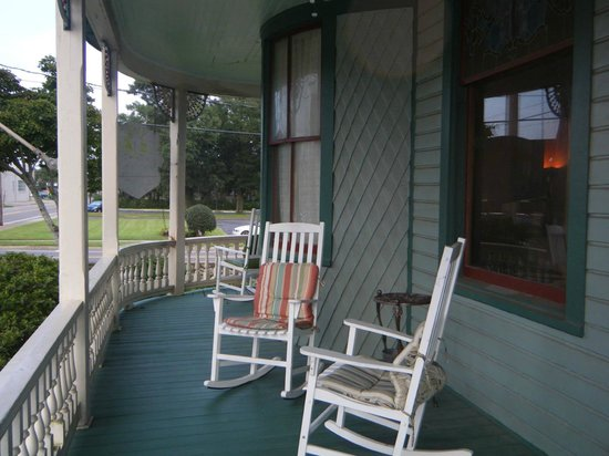 Pensacola Victorian Bed and Breakfast : On the front porch looking north east