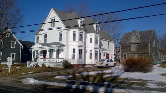 A Seafaring Maiden Bed and Breakfast : Beautiful house in a beautiful neighborhood!