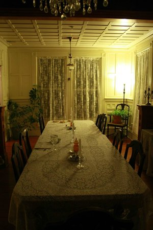 Pensacola Victorian Bed and Breakfast: Dining area