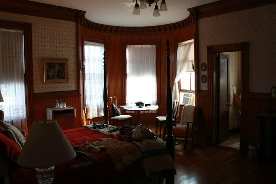Pensacola Victorian Bed and Breakfast: Captains Room