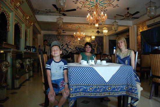 Umaid Bhawan Heritage House Hotel: Ресторан, на завтраке