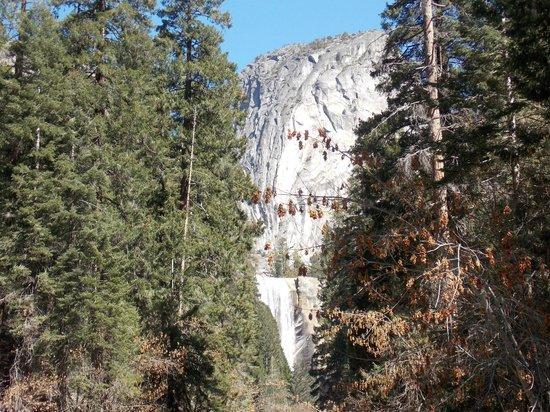 Mist Trail : Vernal falls from the bridge