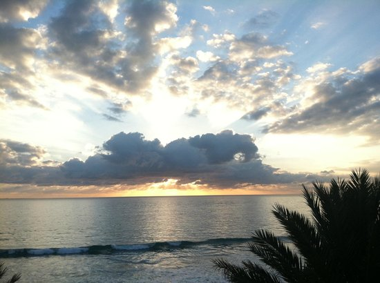 Eau Palm Beach Resort & Spa: Sunrise from the oceanfront balcony