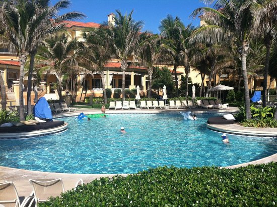 Eau Palm Beach Resort & Spa : View to hotel and family pool