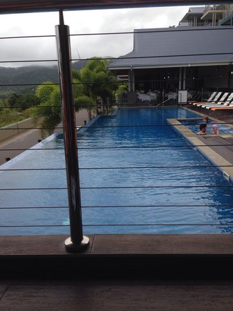 Peppers Airlie Beach : Pool side. Great space for relaxing and enjoying the calming waters and views.