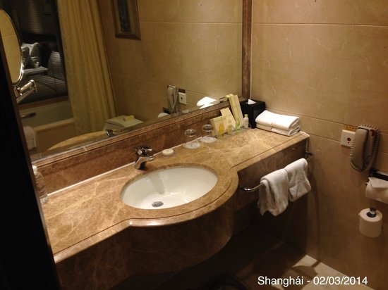 Radisson Blu Hotel Shanghai New World: Bathroom