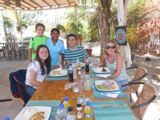La Posada de los Tumpis: almorzando  y posando con la chana querida