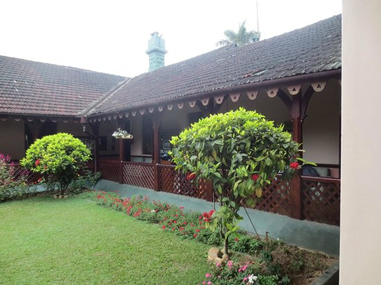 The center courtyard at Bandarawela Hotel.
