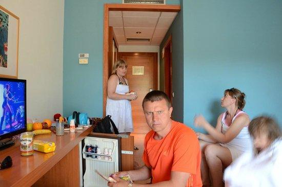 4R Regina Gran Hotel: Логово Брата! они жили в другой гостинице! но сейф и холод. бесплатны!
