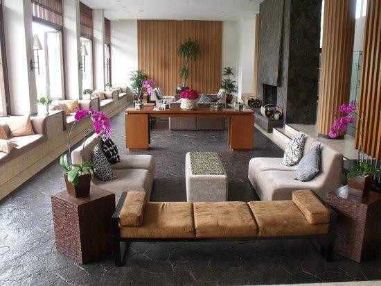 Padma Hotel Bandung: Big lobby