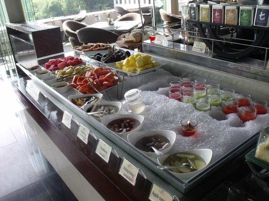 Padma Hotel Bandung: Breakfast