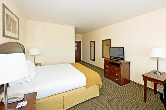 Holiday Inn Express Hotel & Suites Willcox : Spacious King w/Desk