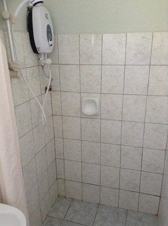 Langkah Syabas Beach Resort : shower