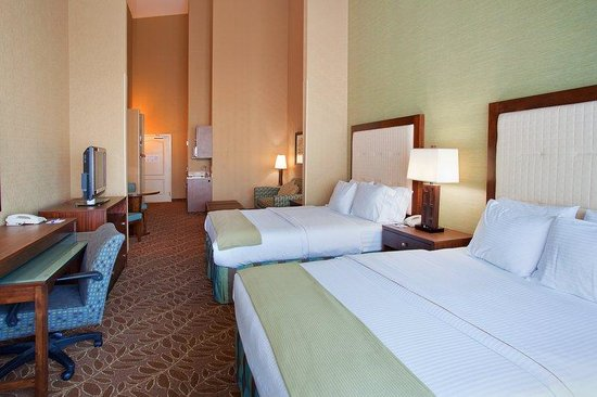 Holiday Inn Express Hotel & Suites Logan: Double Queen Suite