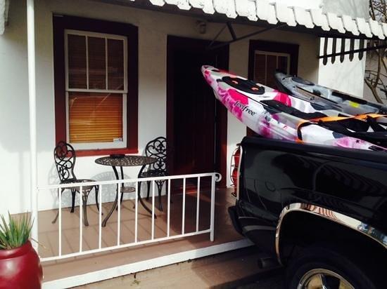 Alpine Inn: Porch