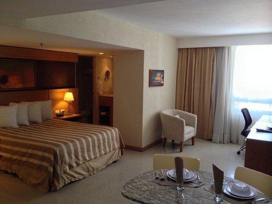 Staybridge Suites Guadalajara Expo: Queen Bed Guest Room