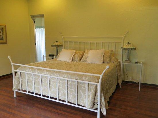 Casa Santa Rosa Hotel Boutique : King size bed in Junior Suite
