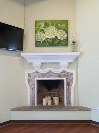 Casa Santa Rosa Hotel Boutique : Fireplace in room