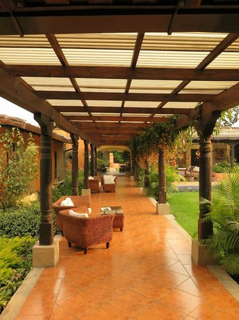 Casa Santa Rosa Hotel Boutique: Under the walkway