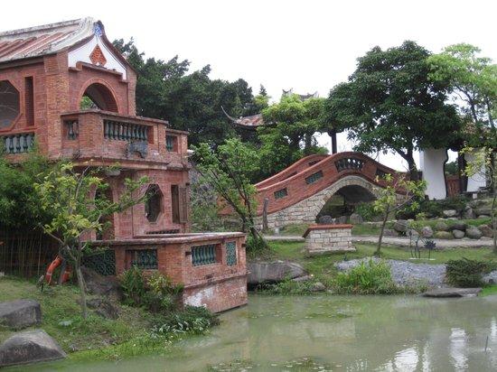Lin Antai Old Homestead: pont dans le jardin