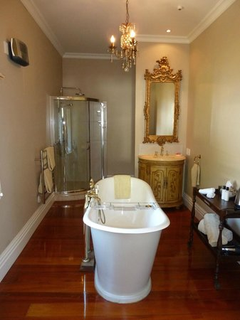 Escape to Picton: Ensuite