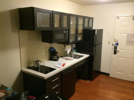 Candlewood Suites - Fort Worth/Fossil Creek: Kitchenette