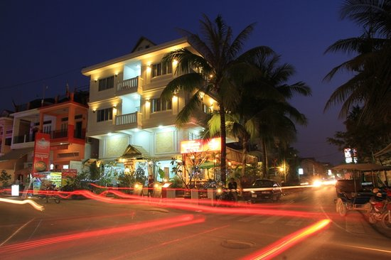 Angkor Empire Boutique Hotel: Front Building