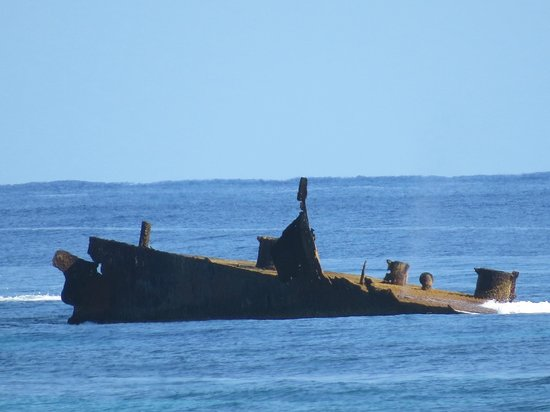 ClubHotel Riu Bambu : shipwreck off resort