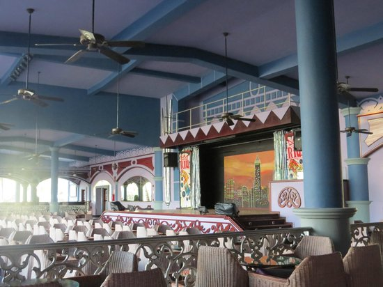 ClubHotel Riu Bambu : small and outdated stage