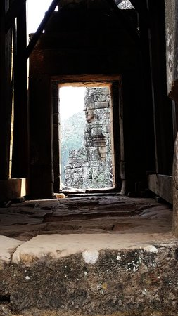 Bayon (Angkor) : Seeing it through the doors, the beauty of the Bayon temple
