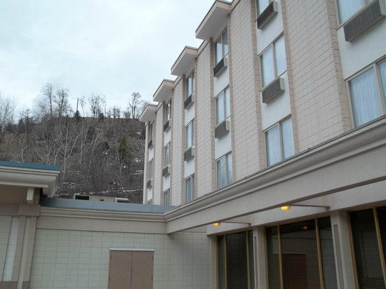 Best Western Plus Columbia River Hotel : Hotel & grounds