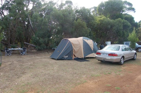 Western KI Caravan Park and Wildlife Reserve : Nice big sites by the bush