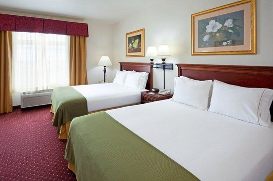 Holiday Inn Express Syracuse / Fairgrounds: Our hotel features two queen rooms, ideal for family travelers