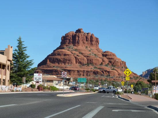 The Views Inn Sedona: View up the road at Bell Rock