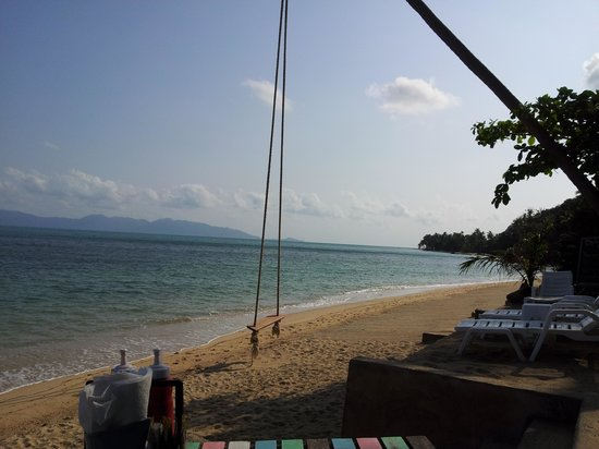 By Beach Resort: Die Strandbar und die Schaukel