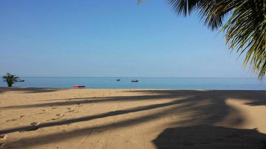 Ramada Khao Lak Resort : Stranden ved Ramada