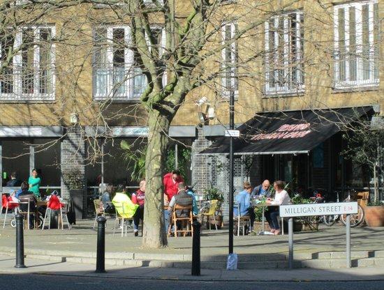 Vesuvio Cafe: alfresco coffee just off the River Thames