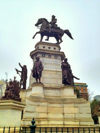 Virginia Capitol Building: Washington statue