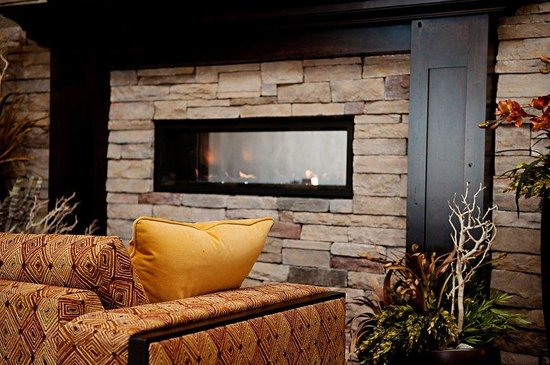 The Park Inn by Radisson Salt Lake City – Midvale: Enjoy the warmth of the fireplace in our lobby