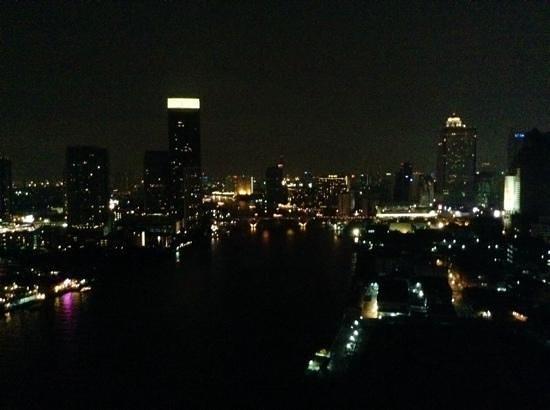 Chatrium Hotel Riverside Bangkok: bangkok by night from Chatrium Riverside Hotel