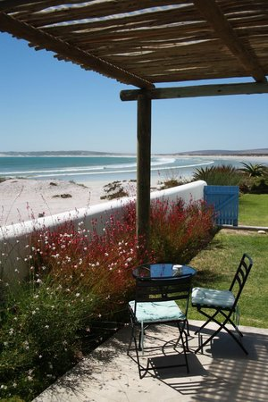Zula Beach House and Cottage: Photos by Characterstay