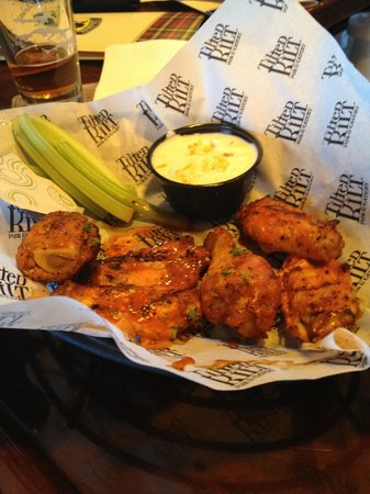 Tilted Kilt Pub and Eatery : Wings