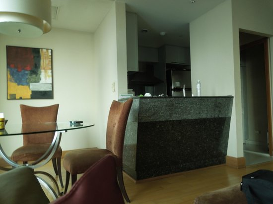 Ascott Sathorn Bangkok : Ktichen and dining area - laundry facilities to the right of kithcen