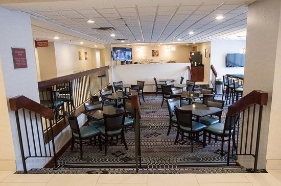 Best Western Plus Dayton South : Breakfast Seating Area