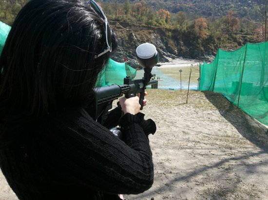 Hotel Hot Spring Therme & Spa: PaintBall Shooting