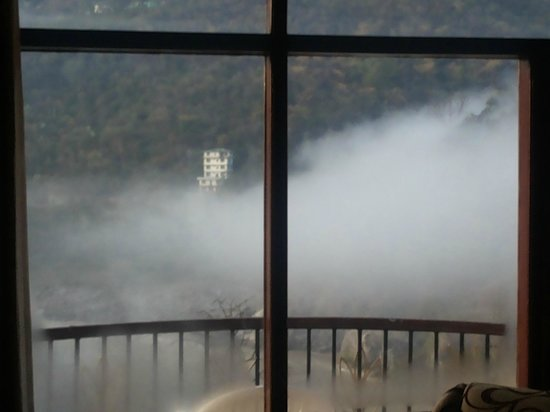 Hotel Hot Spring Therme & Spa: Morning Mist
