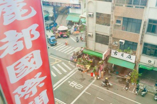 Li Duo Hotel : 市場の隣です。
