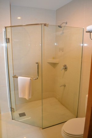 M Hotels: Ванная комната