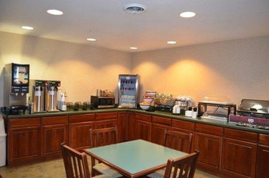 Centerstone Inn and Suites Maquoketa: Maquoteka Breakfast